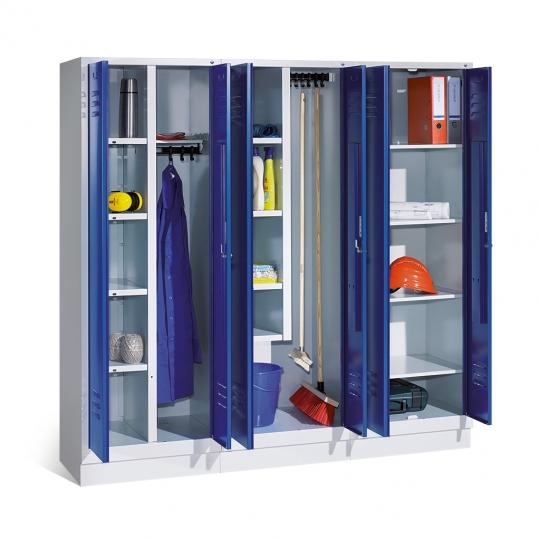 Vestiaire d'industrie Chabot, armoire à linge et produits d'entretien